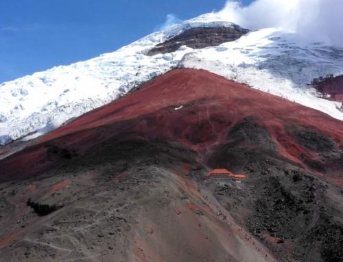 Droga na szczyt wulkanu Cotopaxi.